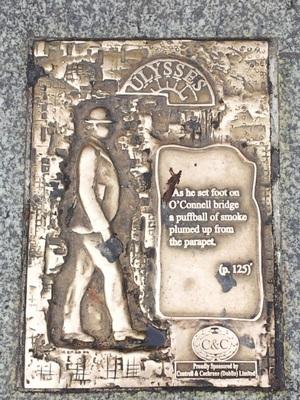 Fragmento de Ulysses en el puente O'Connell, Dublin