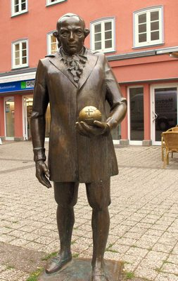 Estatua de Lichtenberg cerca del casco antiguo de Göttingen, Alemania