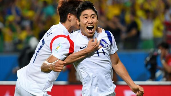 @FIFAWorldCup: Korea Republic's @theKFA Lee Keunho after his goal against Russia