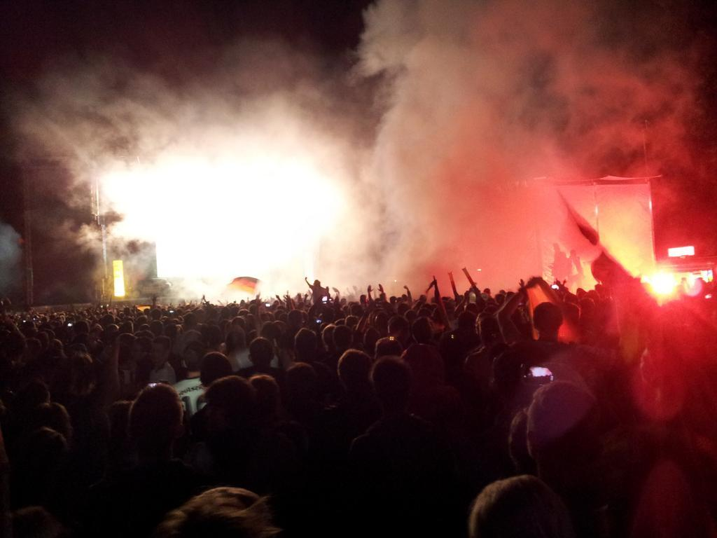 Celebraciones después de la final de Brasil 2014 en el parque Rheinaue, Bonn | fotografía @MaelAglaia