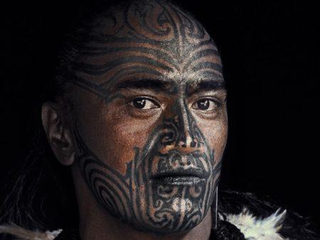 Un hombre maori, de las tribus de Nueva Zelanda, de Jimmy Nelson